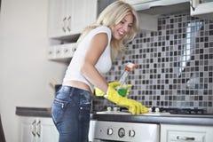 wokoło domowego obowiązki domowe sprzątania obraz stock