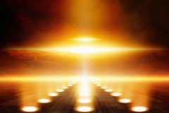 wokoło dyska extraterrestrials ilustracyjnego miłego desantowego kruszcowego przedmiota kształta fala uderzeniowej nieba ufo Zdjęcia Stock