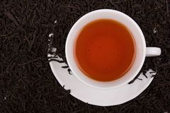 wokoło filiżanki opuszczać herbaty fotografia stock