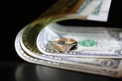 wokoło pieniądze pierścionku Zdjęcie Stock