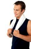 wokoło przystojnego mężczyzna szyi ręcznika Fotografia Royalty Free
