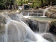 wokoło spływania wody siklawy Zdjęcie Royalty Free