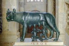 Wolf Romulus en Remus in Narbonne Frankrijk Stock Foto