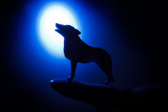 Wolf in silhouette howling to the full moon Royalty Free Stock Photography
