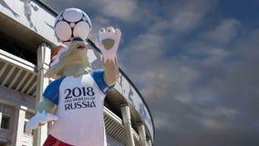 Wolf Zabivaka y complejo olímpico de Luzhniki -- Estadio para el mundial 2018 de la FIFA moscú Rusia almacen de metraje de vídeo