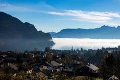 Wolfgansee y montañas Fotografía de archivo
