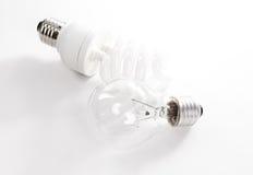 Wolfram en energie - besparing lightbulb royalty-vrije stock foto's