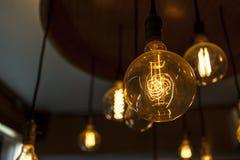 Wolframlampen, oude manierkroonluchter Stock Afbeelding
