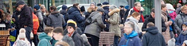 Wolfsburg, Nedersaksen, 17 December 2017: menigten en vele peopl Stock Foto's