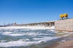 wolgagrad Russland - 16. April 2017 Die Verdammung der hydroelektrischen Wasserführung Volga Lizenzfreie Stockfotografie
