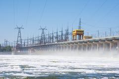 wolgagrad Russland - 16. April 2017 Die Verdammung der hydroelektrischen Wasserführung Volga Lizenzfreie Stockfotos