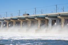 wolgagrad Russland - 16. April 2017 Die Verdammung der hydroelektrischen Wasserführung Volga Lizenzfreies Stockfoto