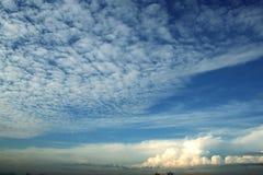 Wolk & blauwe hemel Royalty-vrije Stock Foto's