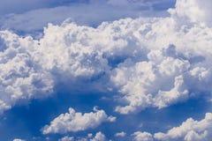 Wolk in de blauwe hemel Royalty-vrije Stock Fotografie