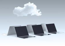 Wolk die 3d teken op laptop computer gegevens verwerken Stock Afbeeldingen