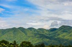 Wolk en berglandschap Stock Afbeelding