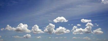 Wolk en blauwe hemel Royalty-vrije Stock Fotografie