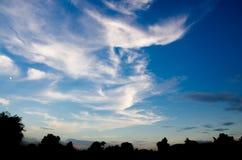 Wolk en blauwe hemel Silhouet Stock Fotografie