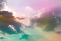 Wolk en hemel met een pastelkleur gekleurde achtergrond stock afbeelding