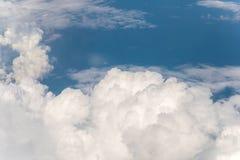 Wolk met blauwe hemel Royalty-vrije Stock Foto's