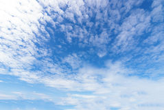 Wolk met blauwe hemel Royalty-vrije Stock Afbeeldingen
