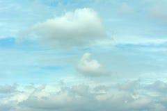 Wolk op blauwe hemel Stock Afbeelding