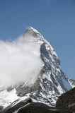Wolk op de top van Matterhorn Stock Afbeelding