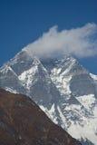 Wolk op Lhotse Stock Foto