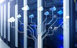 Wolk server en gegevensverwerking, gegevensopslag en verwerking Internet en technologieconcept royalty-vrije stock afbeeldingen