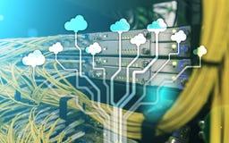 Wolk server en gegevensverwerking, gegevensopslag en verwerking Internet en technologieconcept royalty-vrije stock afbeelding