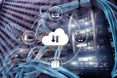 Wolk server en gegevensverwerking, gegevensopslag en verwerking Internet en technologieconcept stock fotografie