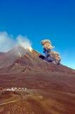 Wolk van as bij de uitbarsting van Etna Stock Afbeelding