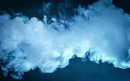 Wolk van damp Donkerblauwe achtergrond royalty-vrije stock fotografie