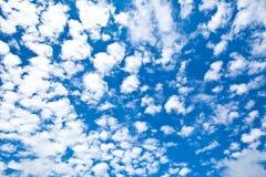 Wolke auf blauem Himmel Stockfoto