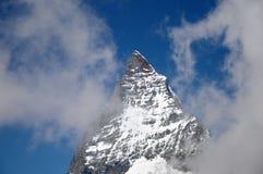 Wolke auf dem Gipfel des Matterhorns Lizenzfreie Stockfotos