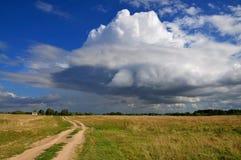 Wolke in den Turnschuhen lizenzfreie stockfotografie