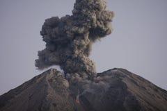 Wolke der vulkanischen Asche von Semeru Java Indonesia Stockfotografie