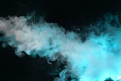 Wolke des Dampfes Dunkelblauer Hintergrund lizenzfreie stockbilder