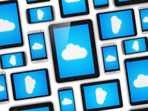 Wolke, die auf Konzept der tragbaren Geräte rechnet Lizenzfreie Stockbilder