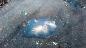 Wolke in einer Pfütze Stockfotografie