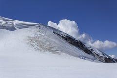 Wolke hinter Testa Grigia-Gletscher Lizenzfreie Stockfotos