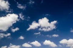 Wolke im blauen Himmel Stockfotos