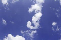 Wolke im blauen Himmel Lizenzfreie Stockbilder