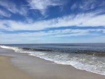 Wolke im Himmel und im Wasser Lizenzfreie Stockbilder