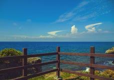 Wolke im Himmel und im Wasser Stockbilder