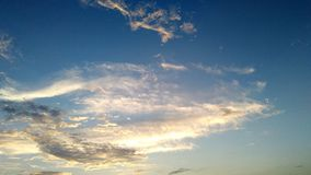 Wolke im Sonnenunterganghimmel stockfotos