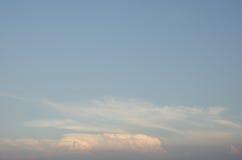 Wolke mit blure Himmel Lizenzfreie Stockbilder