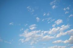 Wolke mit Hintergrund des blauen Himmels Stockfoto