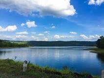 Wolke und blauer Himmel Lizenzfreie Stockfotos