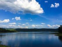 Wolke und blauer Himmel Lizenzfreies Stockfoto
